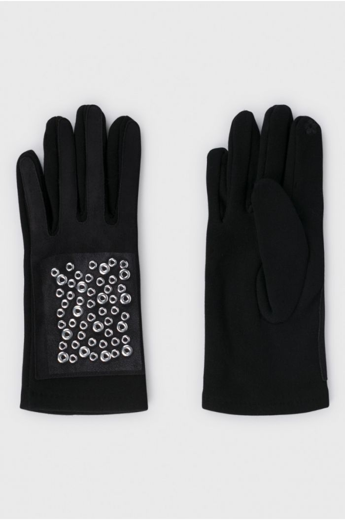 Gloves with press buttons