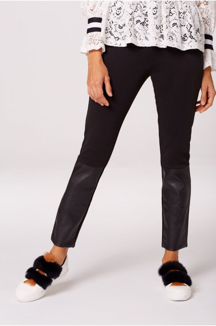 Plain Legging Decorated with Leather