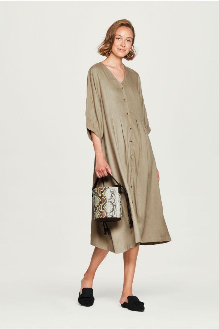 فستان فضفاض بياقة V
