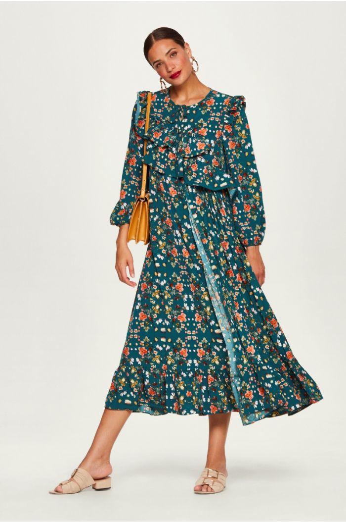 فستان مورد بكشاكش