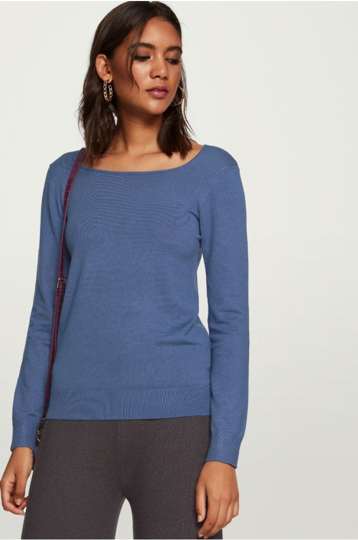 Rounded Neckline Knitted Pullover
