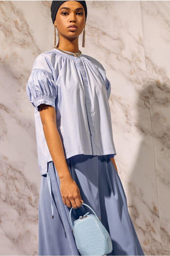 Flowy shirt with puffed sleeves