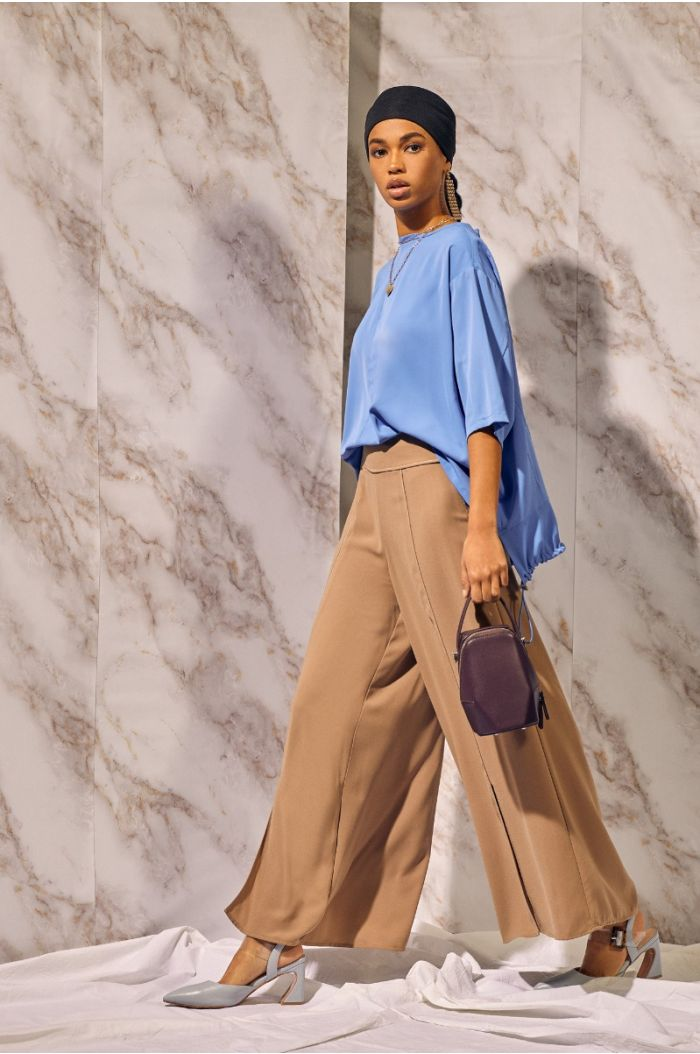 Wide cut pants with front slits