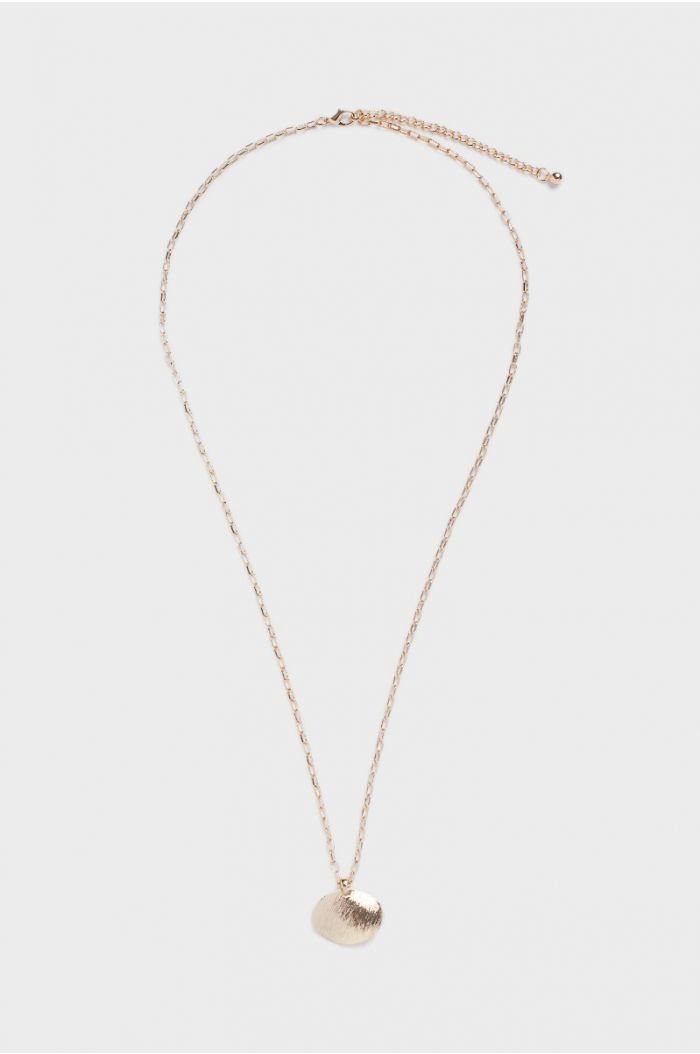 Neklace with a rounded pendant