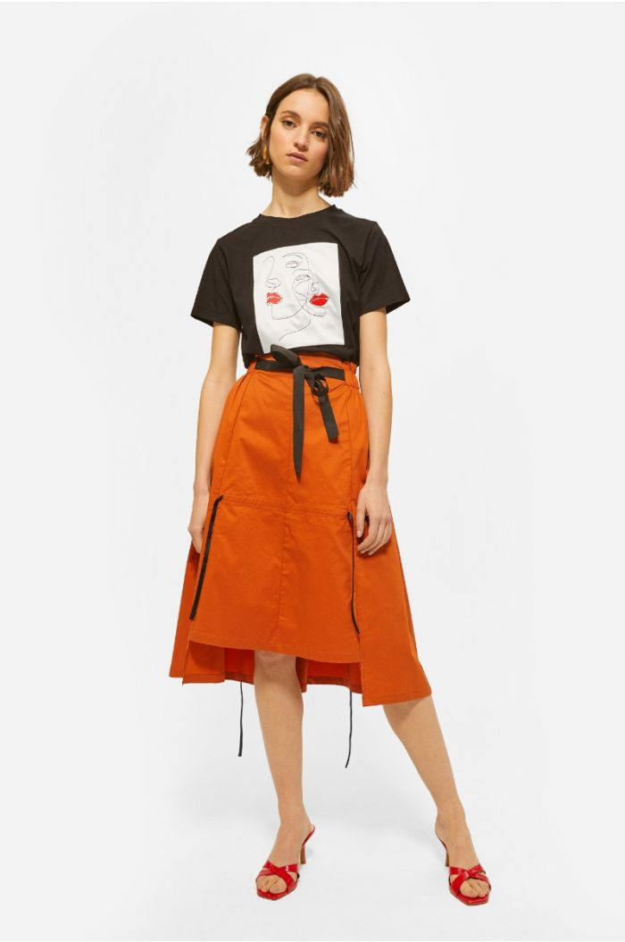 Knee high asymetric skirt decorated with straps