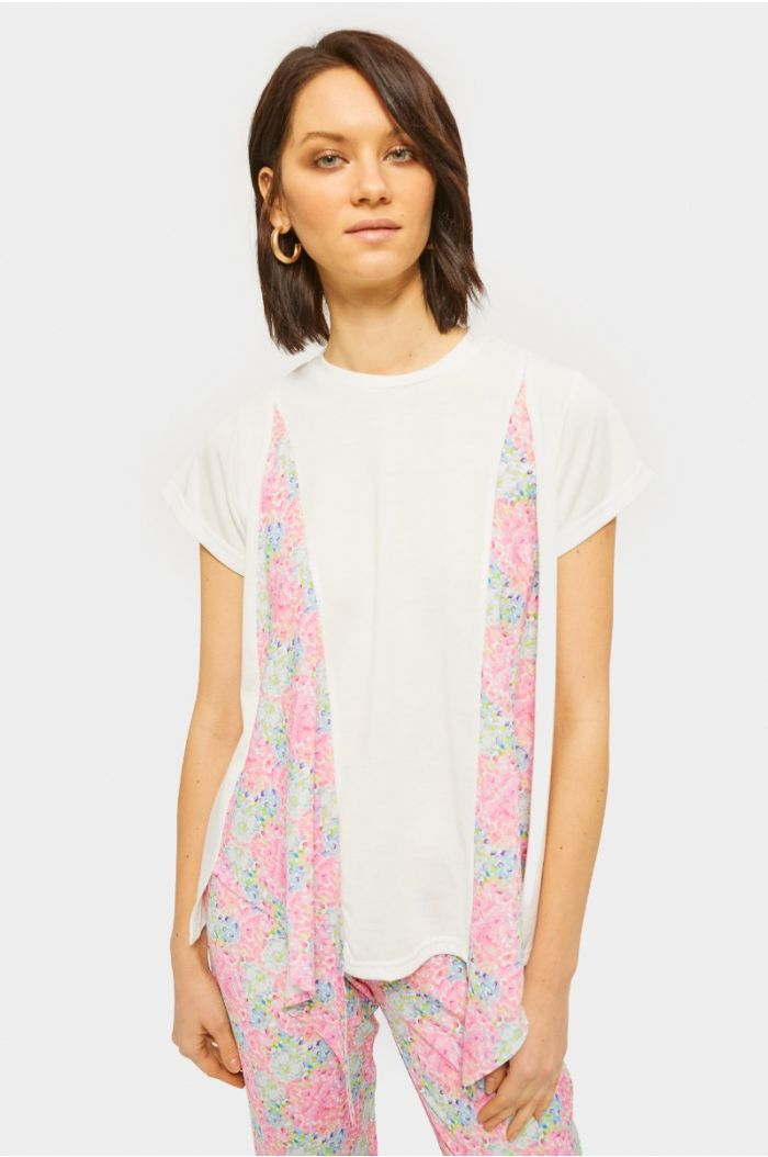 T-shirt with pop out printed details