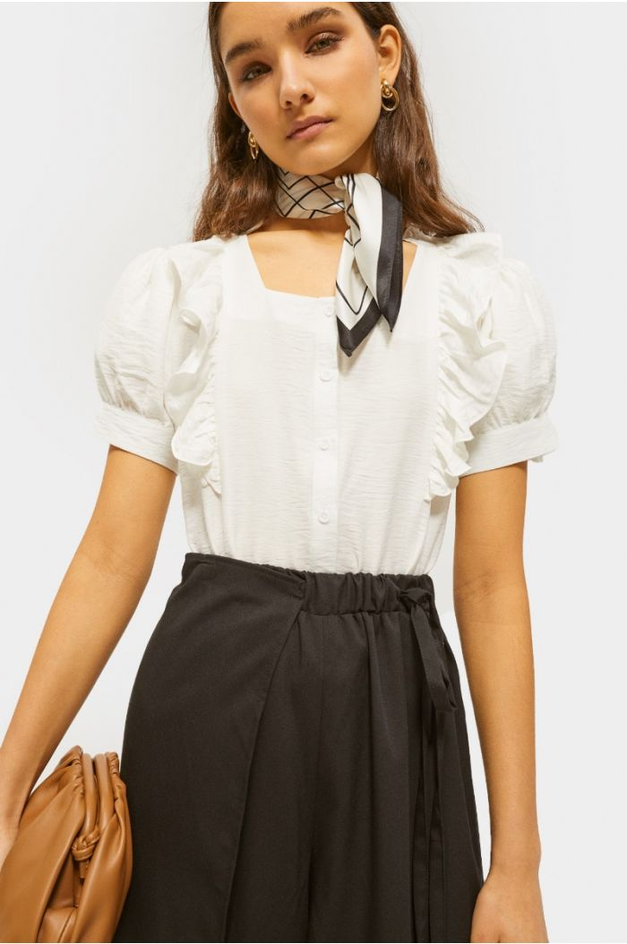 Ruffled shirt with puffed sleeves