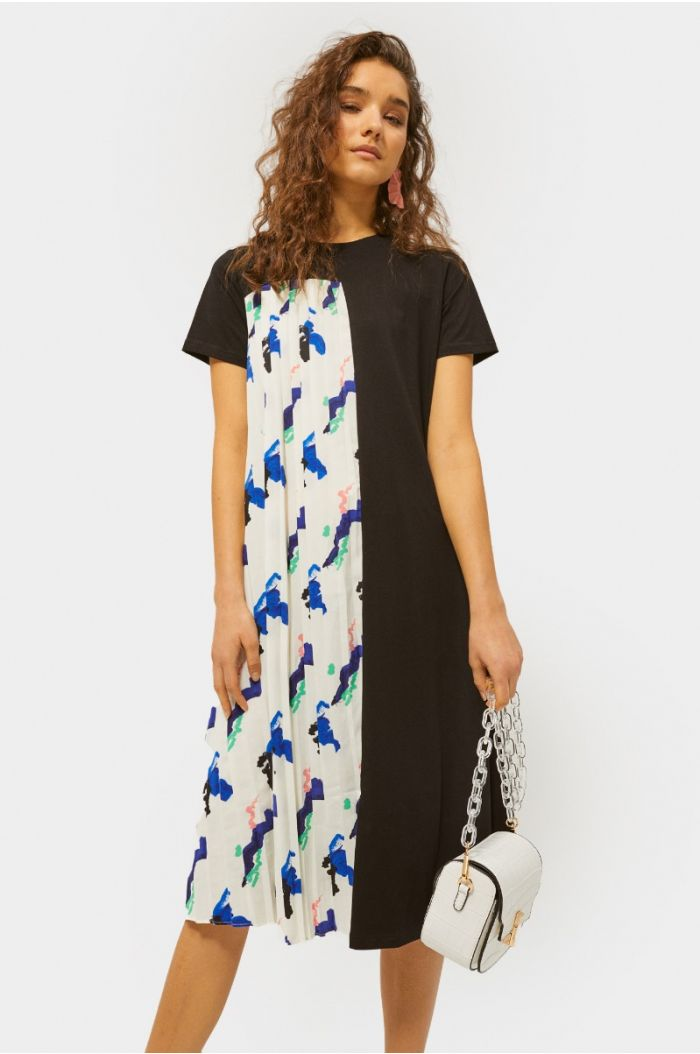 Knee high dress with prints and pleated details
