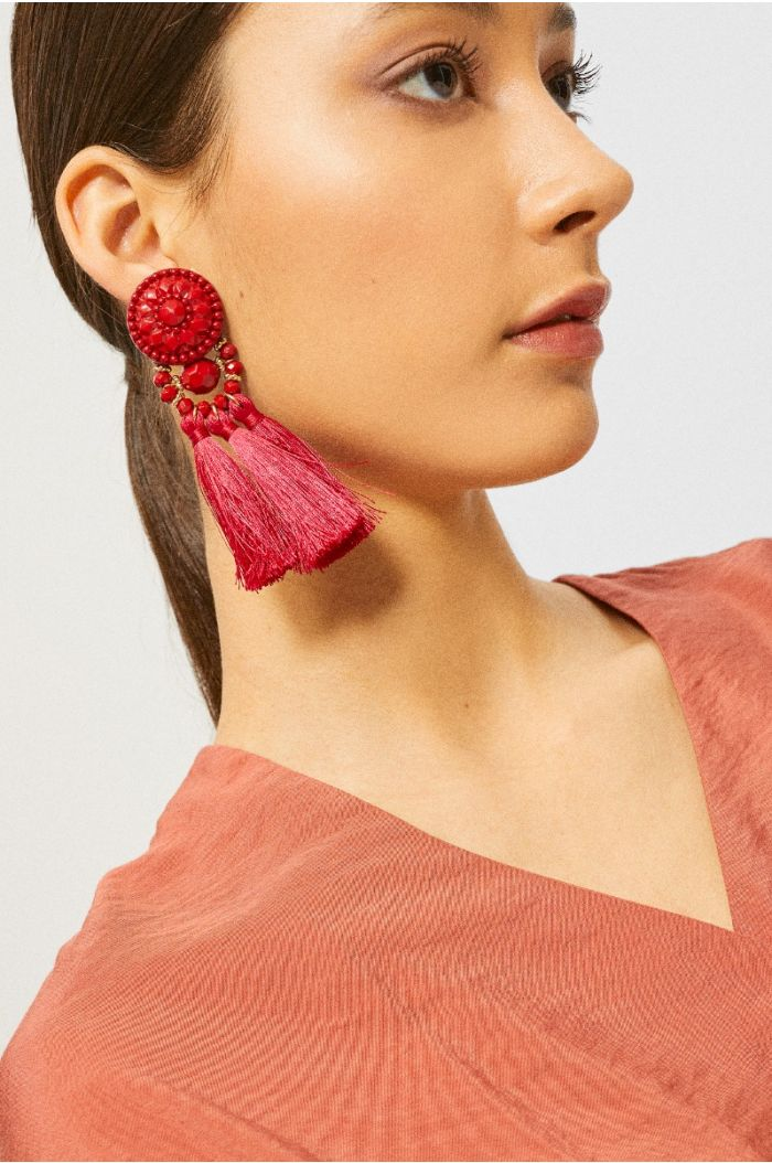 Accessory earring with string tassels