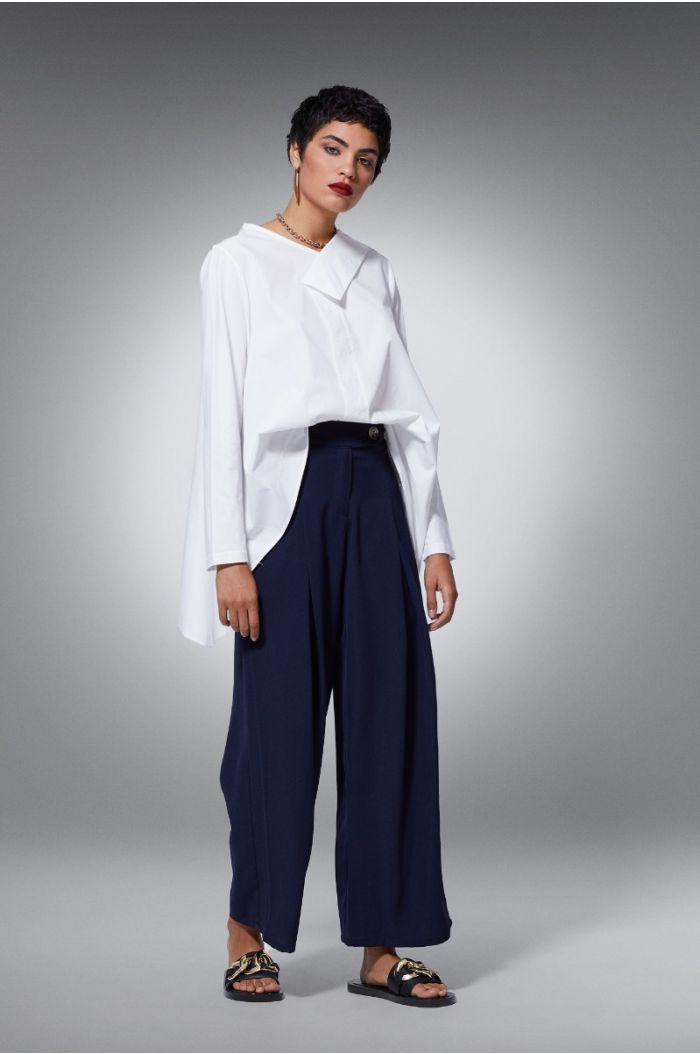 Wide flowy pants with pleats
