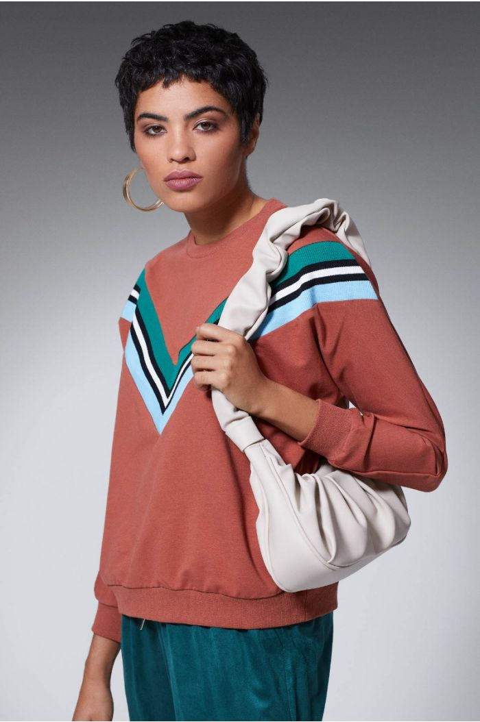 Sweatshirt with colored linings