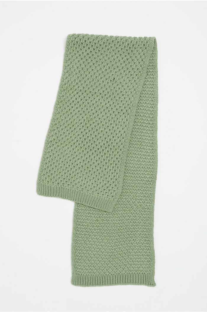 Textured knitted scarf
