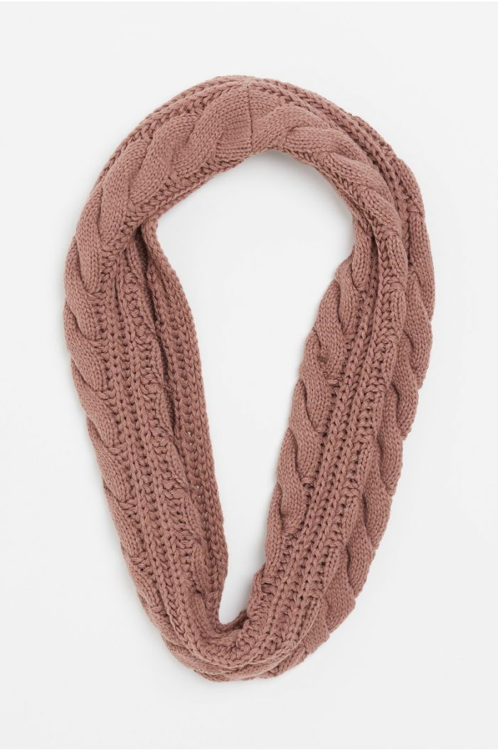 Textured knitted collar scarf