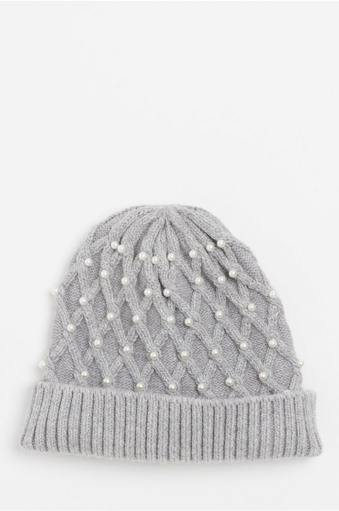 Knitted hat with pearls