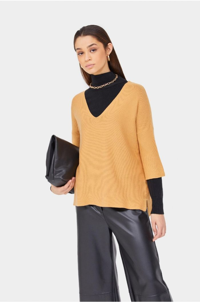Plain knitted blouse