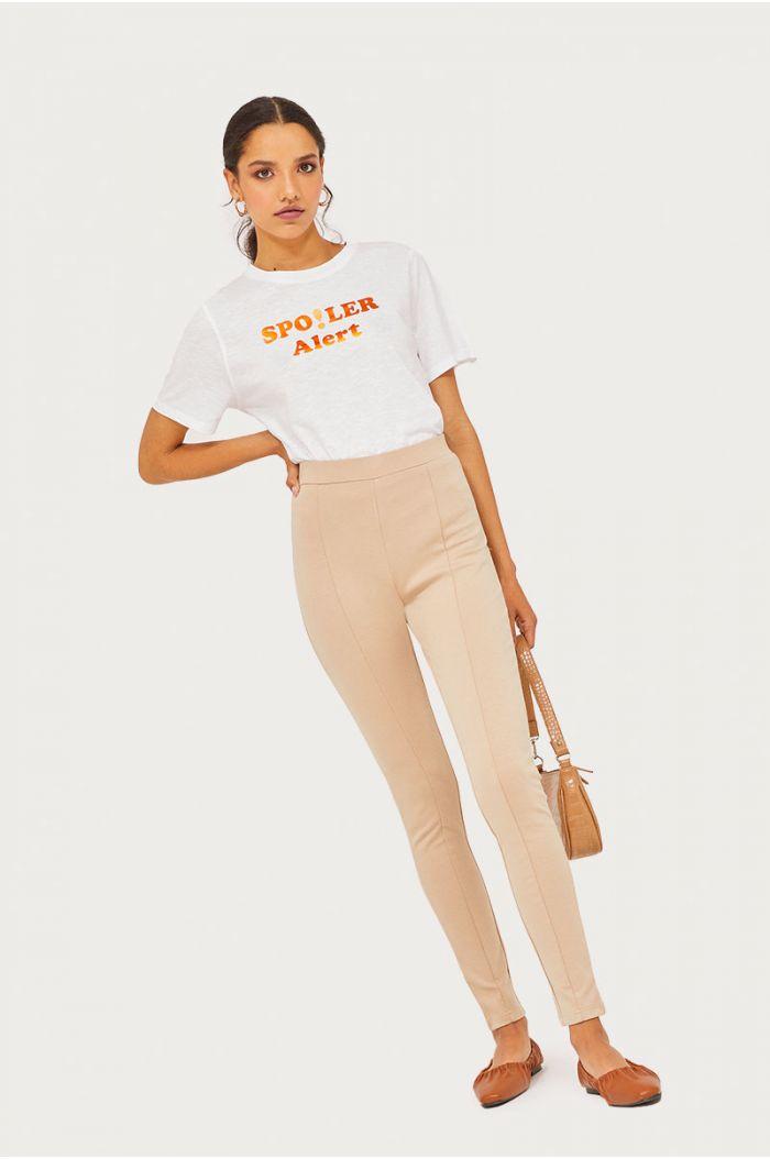 Model wears Plain leggings pants