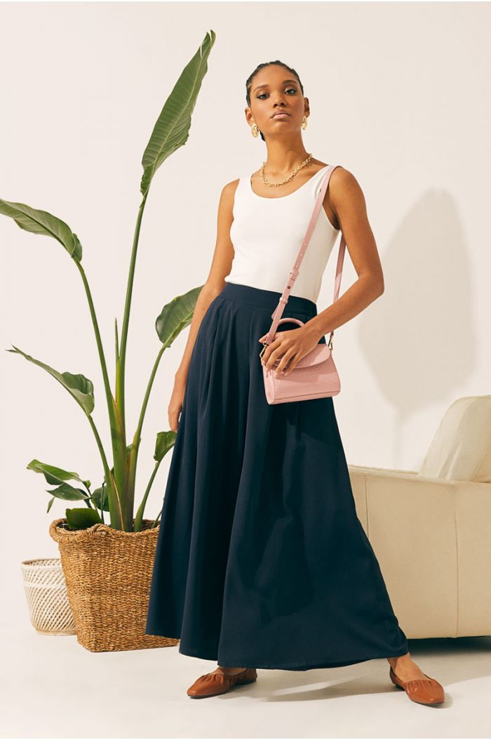 Plain wide cut pants with pleated details