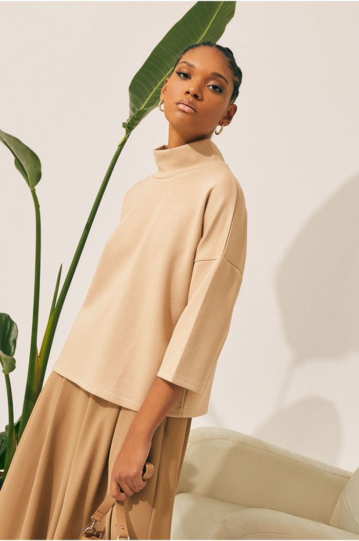 Plain blouse with three quarted sleeves