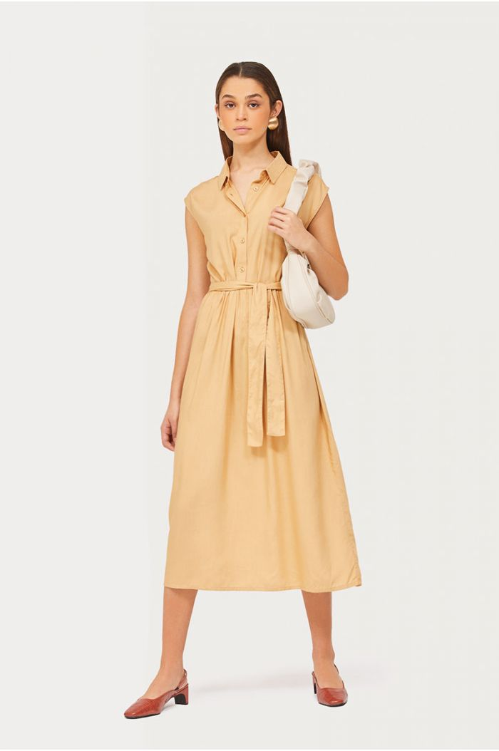 Model wears Plain sleeveless midi dress with buttons and waist belt