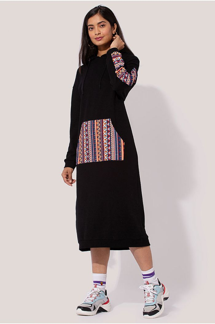Model wears Casual hoodie midi dress with traditional Sadu prints
