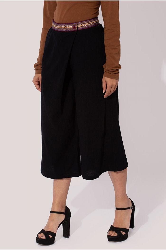 Model wears Printed culotte pants with traditional Sadu print