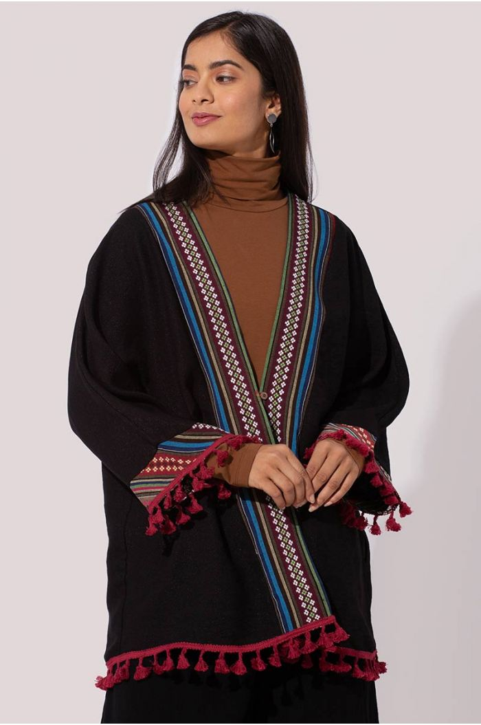 Model wears Kimono shirt with fringe trims and teaditional Sadu prints