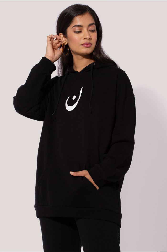 "Model wears Sweatshirt hoodie with Arabic letter print ""ن"""